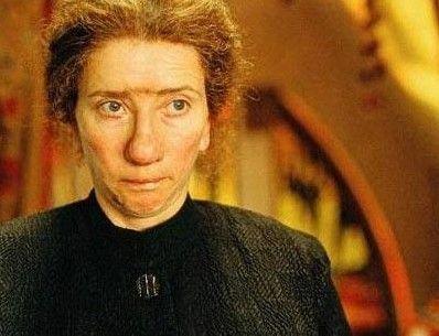 Nanny McPhee filminde ise böyle görünüyordu.